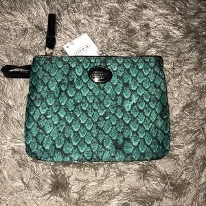 Coach Small pouch in a beautiful emerald color 👗